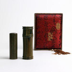秋茂嚴選-綠檀私章禮盒組 – 紅牡丹盒